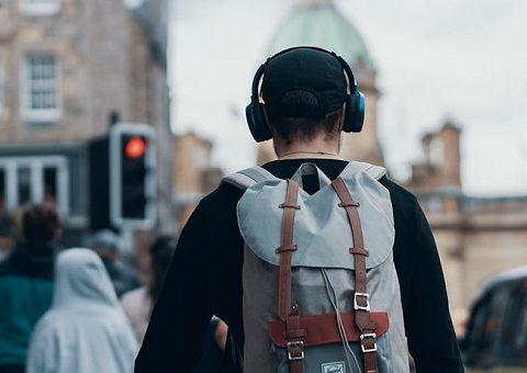 Аудиокниги и изоляция: слушаем с пользой